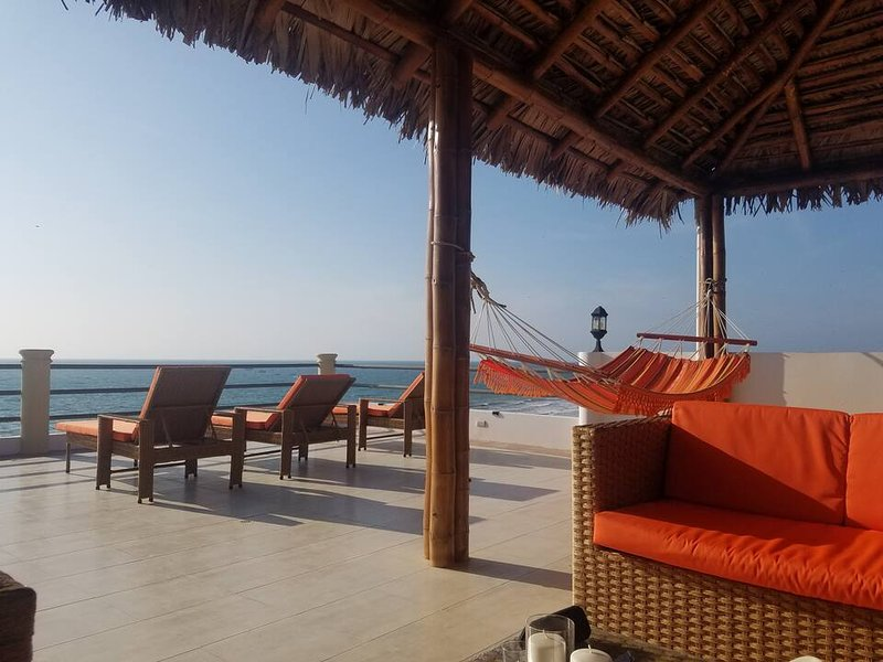 Beach Front Palapa Penthouse, holiday rental in Crucita