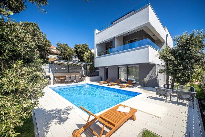 Beautiful Villa Vento, with a Pool, vacation rental in Kozino