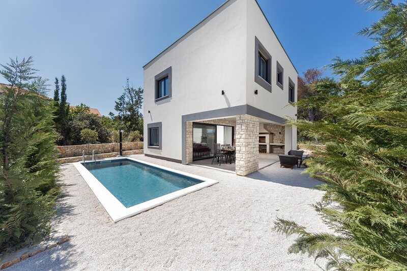 Modern Villa Royal House 3, with a Pool, vacation rental in Pasman