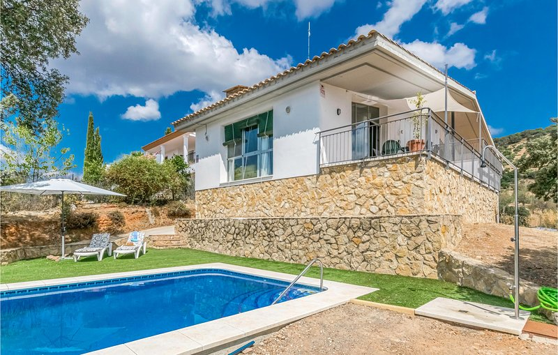 Awesome home in Villaharta with Outdoor swimming pool, WiFi and 3 Bedrooms (EAC4, alquiler vacacional en Pozoblanco