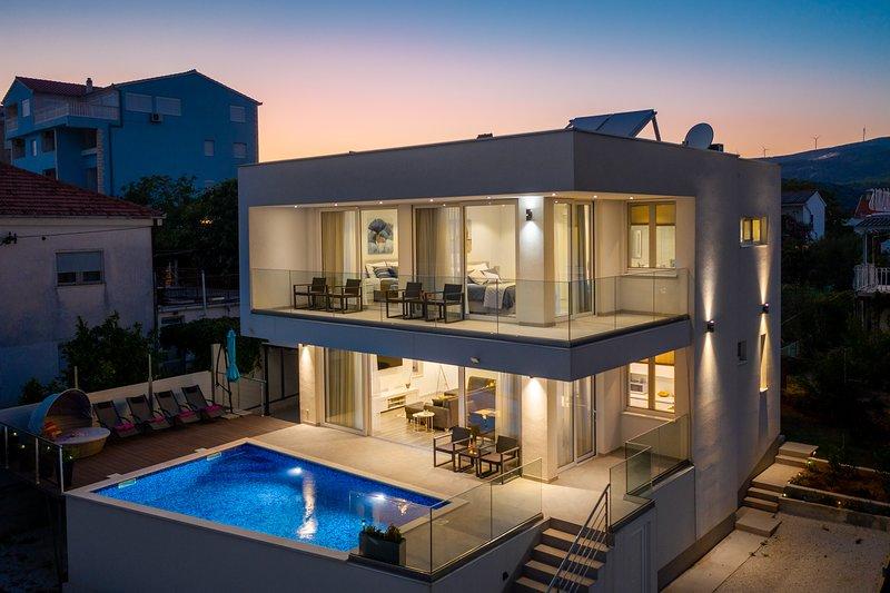 Luxury VILLA Z&Z, holiday rental in Seget Vranjica