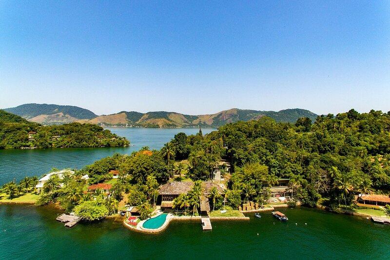 Ang005 - Paradise island with 7 suites in Angra dos Reis, location de vacances à Saco do Ceu
