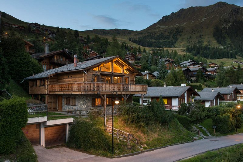 A RARE SLICE OF TRANQUILITY MINTUES FROM SKI SLOPES - VERBIER, holiday rental in Verbier