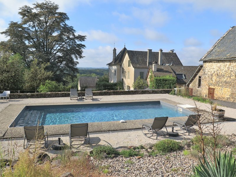 Holiday house with pool (CZR200), holiday rental in Gros-Chastang