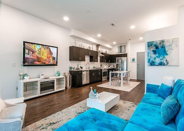 Illume | 2 Ultramodern Stylish Suites | Courtyard Pool | Walk to The Gulch – semesterbostad i Nashville