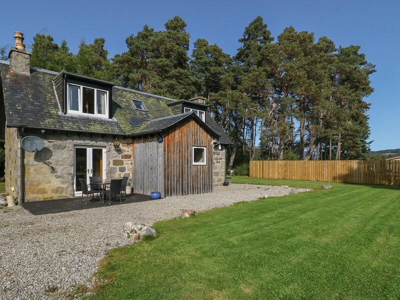 FEAGOUR, family friendly, country holiday cottage, with a garden in Laggan, Ref, vacation rental in Dalwhinnie