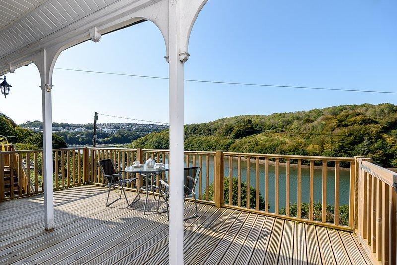 Avonbank - Lovely property on the rivers edge, short walk from Looe town centre, location de vacances à Widegates