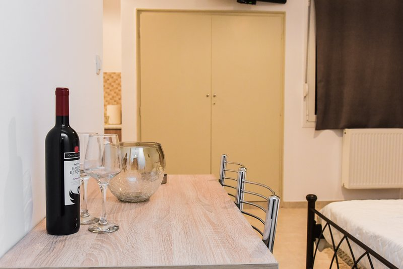 Central modern fully equipped double bed Studio, holiday rental in Nea Filadelfia