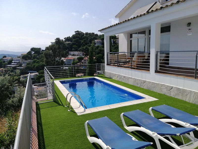 Villa Yaco con vistas al mar, vacation rental in Lloret de Mar