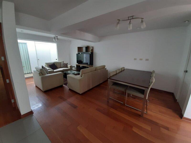 CÓMODO APARTAMENTO AL LADO DEL PENTAGONITO, location de vacances à Chaclacayo