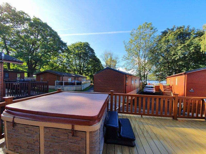 Charming 3-Bed Lodge on Windermere with Hot Tub, location de vacances à Troutbeck Bridge