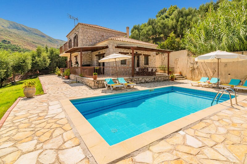 Villa Yiota, location de vacances à Xirokastello