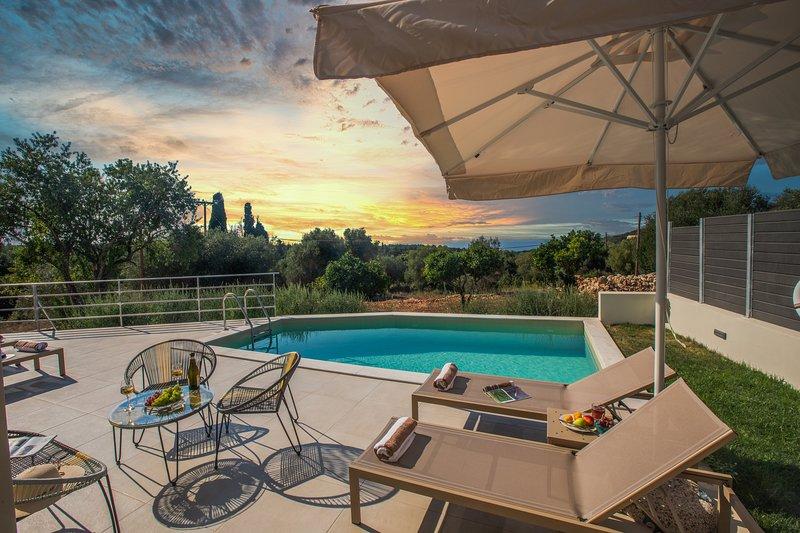BRAND NEW: Majestic Stone Villa Kefalonia, Sea View Private Pool, location de vacances à Fiscardo