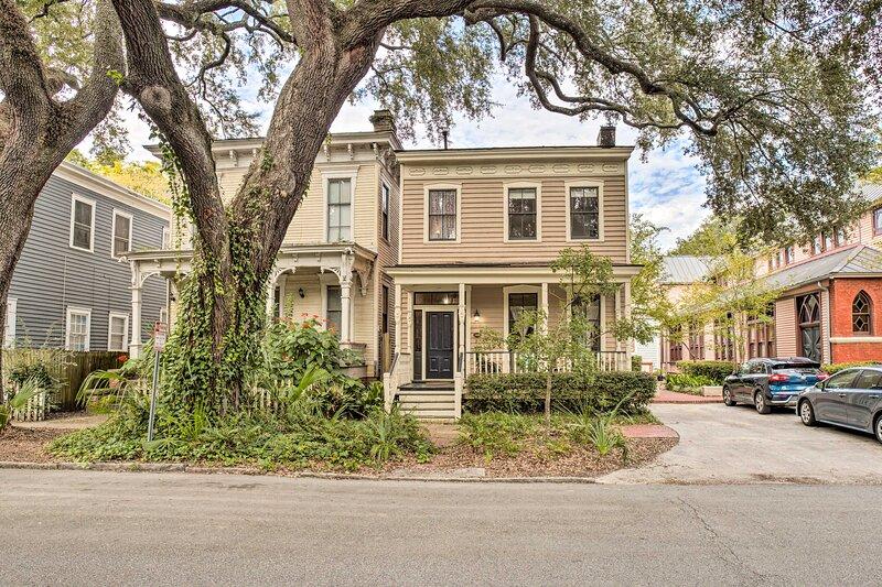 Luxe Victorian Savannah Home; Walk to Forsyth Park, alquiler vacacional en Richmond Hill