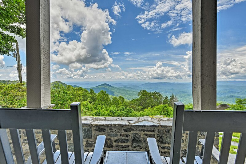 NEW! Charming Historic Family Home w/ Mtn Views!, alquiler de vacaciones en Blowing Rock