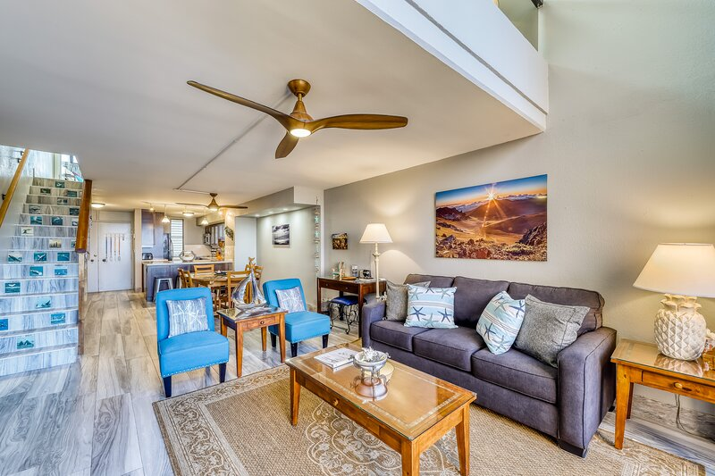 Remodeled oceanview condo with beach access, resort pool, & hot tub, holiday rental in Lahaina