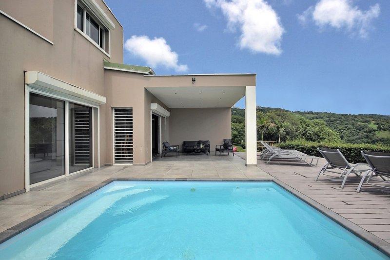 Villa Fleur de Passion: piscine avec vue mer époustouflante, holiday rental in Bellefontaine