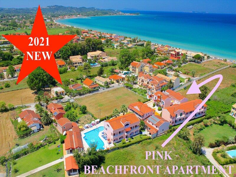 Pink Acharavi Beachfront Apartment, aluguéis de temporada em Acharavi