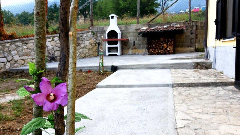 Casa ai piedi del monte Camicia, Castelli (TE) - mq 135 - 8 posti letto, location de vacances à Calascio