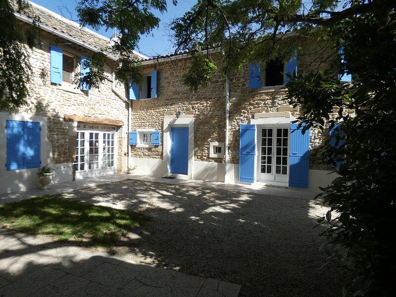Gite de groupe dans un Mas Provençal, casa vacanza a Reauville
