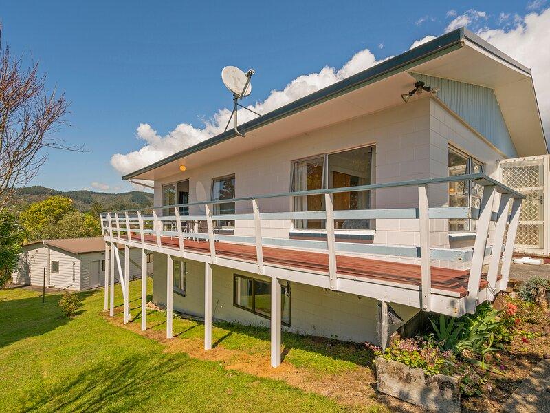 Scotts Base - Whiritoa Holiday Home, Whiritoa Beach, location de vacances à Waikino