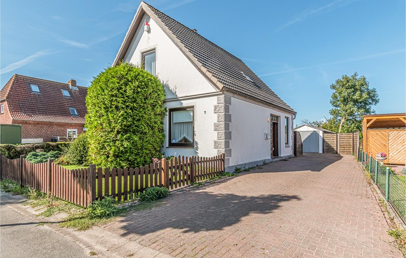 Amazing home in Friedrichskoog with WiFi and 4 Bedrooms (DSH816), holiday rental in Friedrichskoog