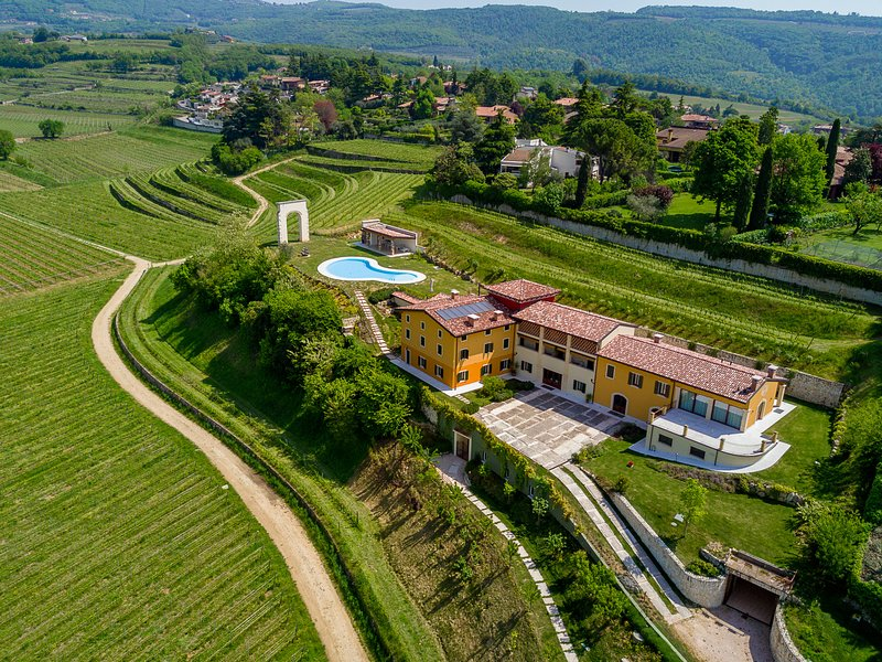 La Fonte degli Dei Wine Relais, holiday rental in Valgatara