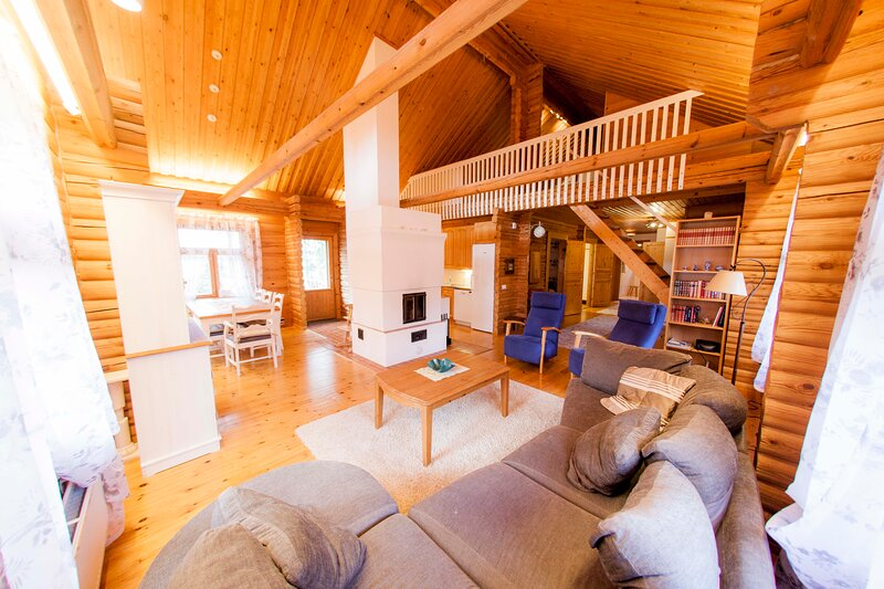 Hay log lovely log house, holiday rental in Valkeala