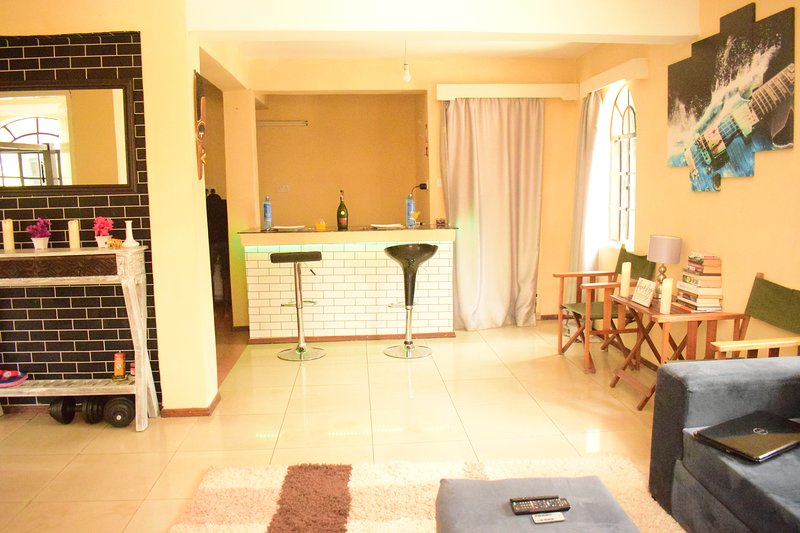 Modern Luxe Apartment with King Size Bed Suite in Karen, holiday rental in Kikuyu