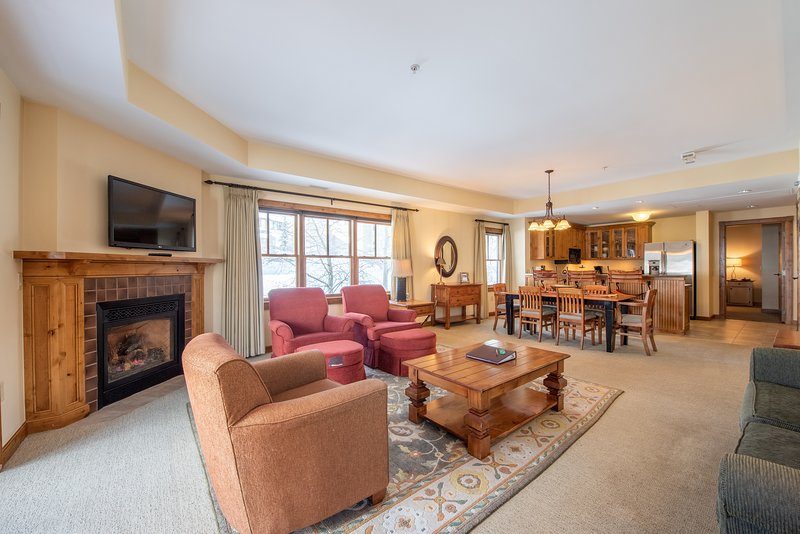 'Indoors','Room','Living Room','Flooring','Furniture'