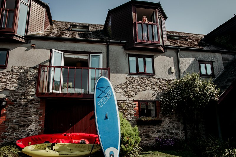 Waterfront Cottage, Long Sunsets, Paddleboard Heaven, Slipway to River, aluguéis de temporada em Yealmpton