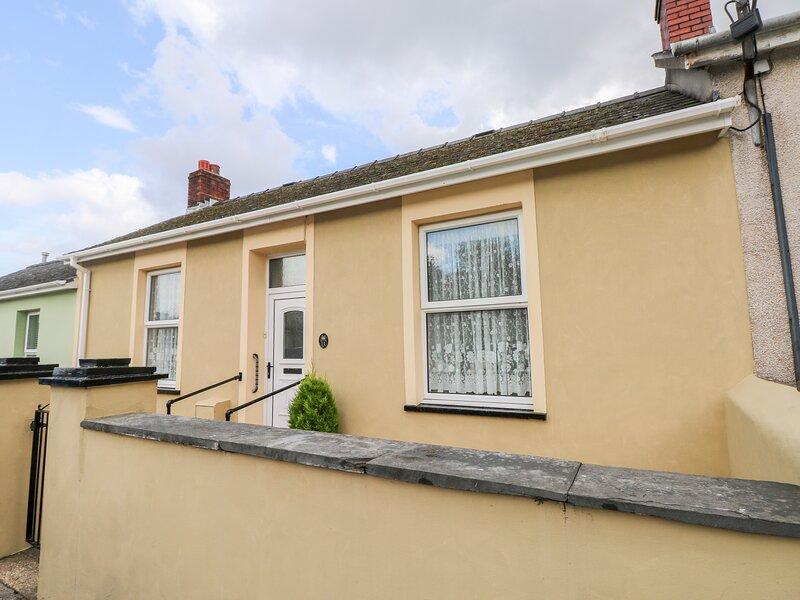 11 Llanion Cottages, Pembroke Dock, holiday rental in Pembroke Dock