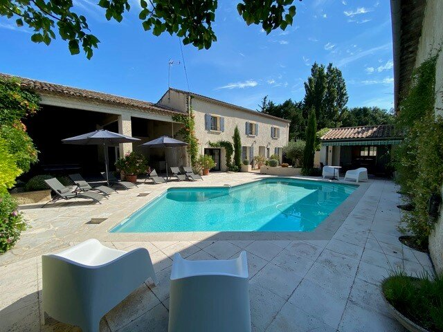 LS1-316 : PALOUNIE - Beautiful rental in Provence with private pool, holiday rental in Senas