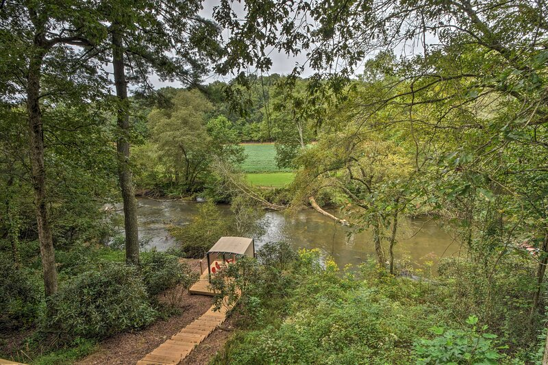 Private Waterfront Deck   Cartecay River