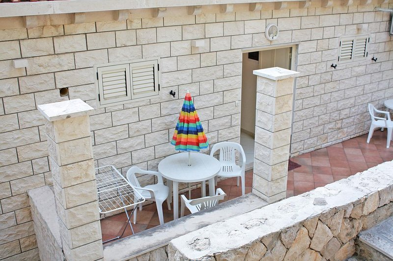 Prljevici Apartment Sleeps 2 with Air Con - 5463338, vacation rental in Sipan