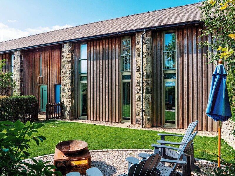 Manor Barn - Over Haddon , near Bakewell, holiday rental in Over Haddon