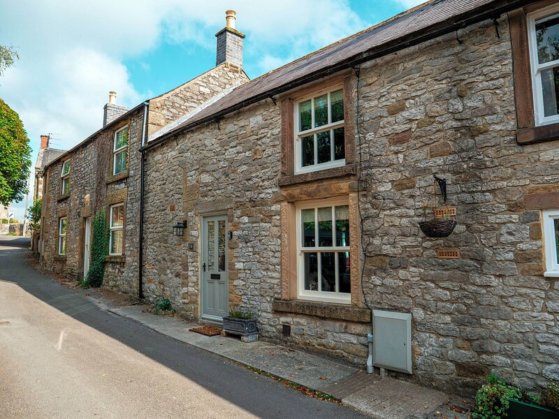 Laurel Cottage - Beamed stone cottage in Youlgreave, vacation rental in Youlgreave