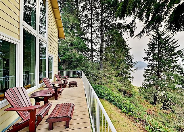 Tranquil Waterfront Getaway | Steps to Bay | Minutes to Dining, holiday rental in Tillamook