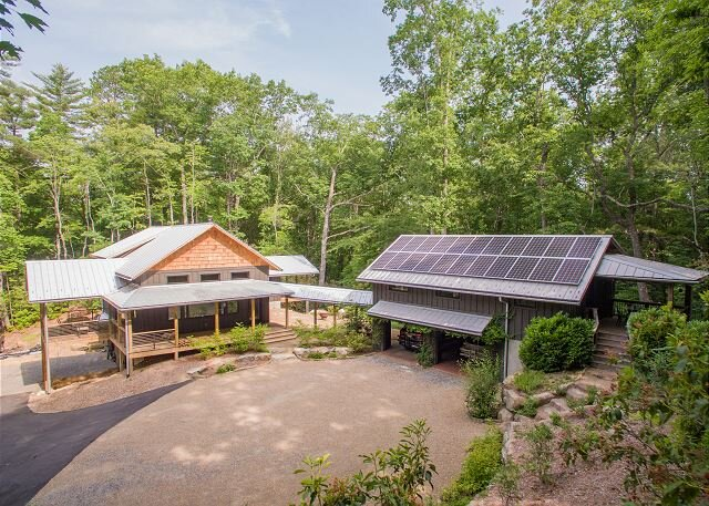 Custom-Built Green Estate & Attached Guest House | Seven Minutes to Brevard, holiday rental in Pisgah Forest