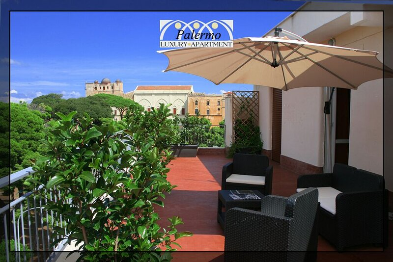 Palermo Charming Penthouse - We take Care of you, location de vacances à Palermo