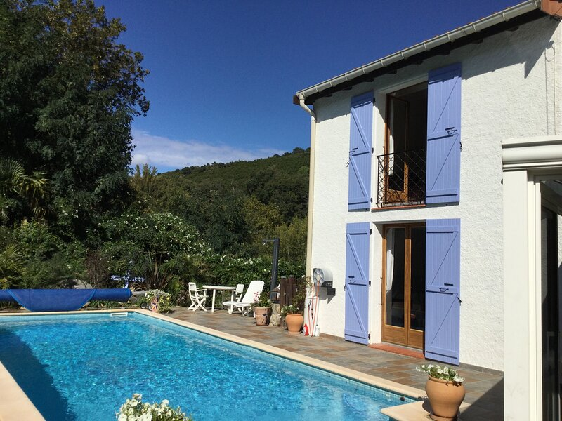 Private sunny villa with large heated pool and river access, holiday rental in Pyrenees-Orientales