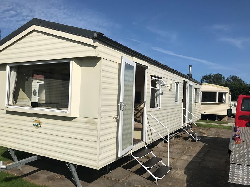 Great 8 berth caravan for hire at Southview Holiday Park in Skegness ref 33070F, holiday rental in Friskney