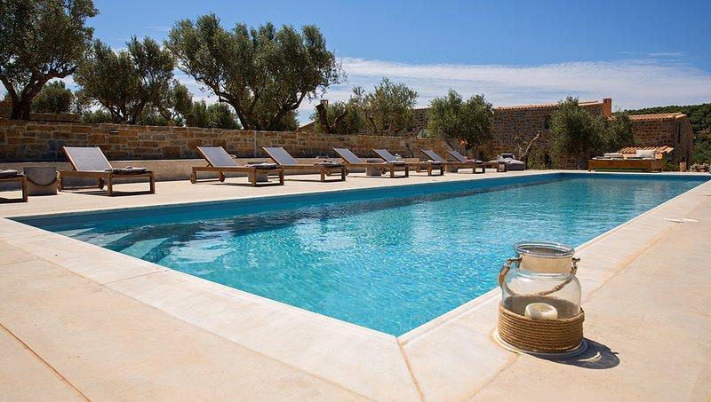 Afentiko Pigadi - Villa with Sea View, location de vacances à Pylos-Nestor