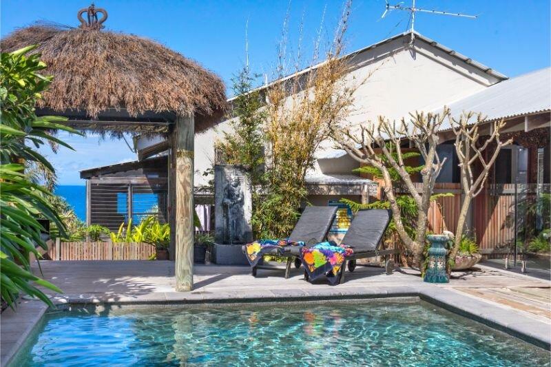 Balinese Beach House Noosa - Luxury Holiday House with Expansive Ocean Views, casa vacanza a Noosa