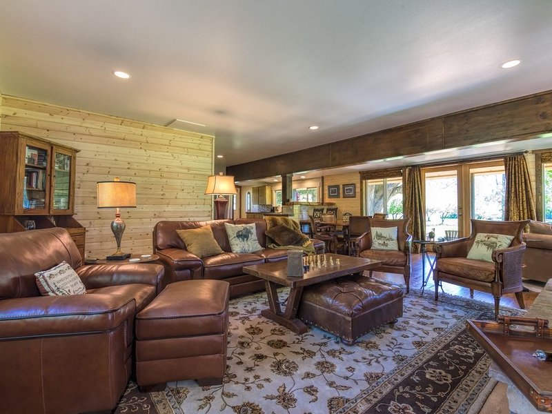 Warm and Inviting Riverfront Retreat With Over 630 feet of Lowbank Riverfront, alquiler vacacional en Kittitas