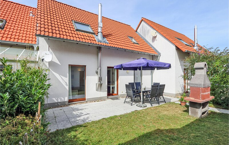 Nice home in Rechlin with WiFi and 3 Bedrooms (DMV780), holiday rental in Granzow