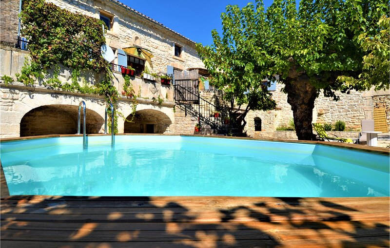 Nice home in Orgnac l`Aven with Outdoor swimming pool, WiFi and 4 Bedrooms (FRA1, holiday rental in Orgnac-l'Aven