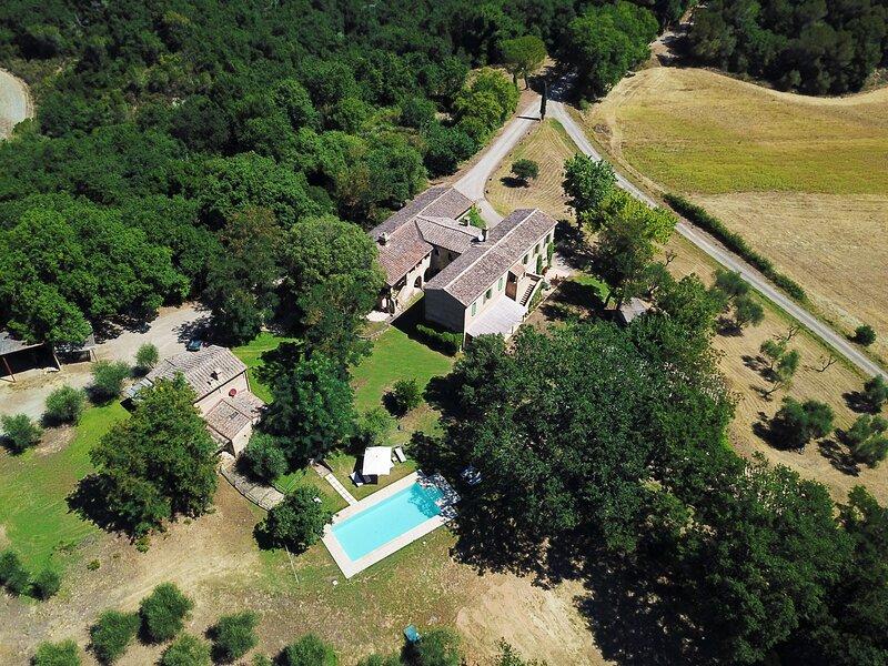 Borgo Castelrotto -Tuscan experience 18/20 guests - Castelnuovo Tancredi Estate, vacation rental in Buonconvento