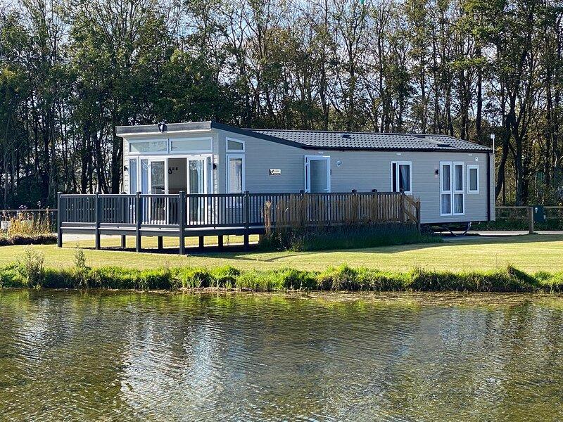 New Haven Lakeside Lodge, Nr Cartmel Racecourse, vacation rental in Flookburgh