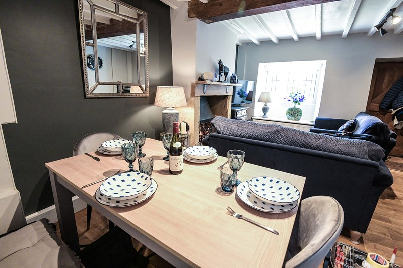 Sansons Cottage Newley Renovated Boutique Style Cotswold's Cottage, holiday rental in Mickleton